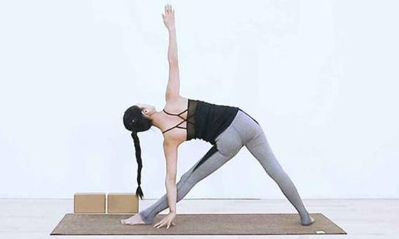 瑜伽三角式的练习方法有哪些